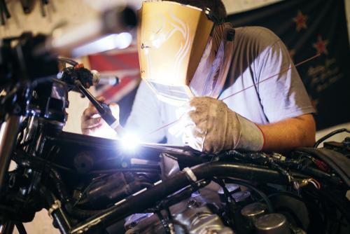 Mécatronicien d'autos et de motos / Assistant en mécanique automobile